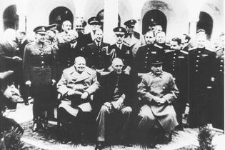 Nach dem Abschluss der Konferenz von Jalta, 4.-11. Februar 1945; von links: Winston Churchill, Franklin D. Roosevelt und Josef Stalin
