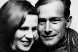 """Else und Friedrich Wolf zur Premiere von """"Cyankali"""" 1929 in Berlin"""
